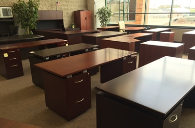 used office furniture resellers for milwaukee chicago metro areas second hand desks gently. Black Bedroom Furniture Sets. Home Design Ideas
